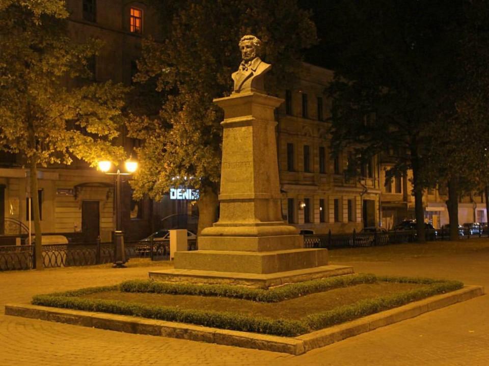 харьков памятник пушкину фото